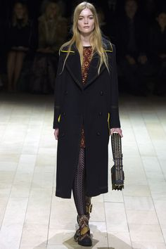 Burberry Fall 2016 Ready-to-Wear Fashion Show - May Bell