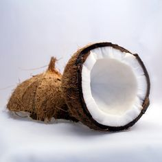 O óleo de coco tem inúmeras propriedades benéficas para a saúde, proporcionando fortalecimento do sistema imunológico, facilitando a digestão e a absorção de nutrientes. Saiba mais no nosso blog: ➡ https://www.emporioecco.com.br/blog/oleo-de-coco-conheca-os-beneficios-do-oleo-de-coco-para-sua-saude/