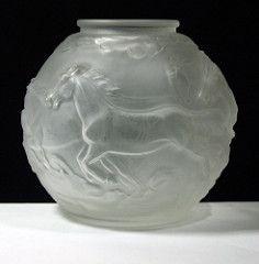 České sklo Horses Vase by Feigl & amp;  Morawetz, Libochovice (kingofbananas) Tagy: koně ze skla 1930 české Váza artdeco deco matné Libochovice