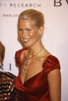 Claudia Schiffer, 2001 (FN). Again, toooooo much yin here. Too classic hair looks boring. Yinny dress makes her chest look strangely masculine