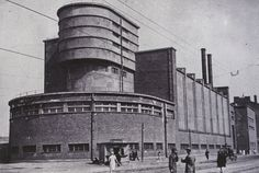 German expressionist architect Erich Mendelsohn's Red Banner Textile Factory in Leningrad Mendelsohn was a pioneer of Art Deco and Streamline Moderne architecture Factory Architecture, Gothic Architecture, Interior Architecture, Industrial Architecture, Classic Architecture, Architecture Details, Erich Mendelsohn, Art Nouveau, Streamline Moderne