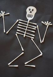Crafts and decorating for Halloween with children from cotton swabs - Crafting Games Design 2019 Halloween Crafts For Kids, Halloween Art, Fall Crafts, Holiday Crafts, Happy Halloween, Diy And Crafts, Chic Halloween, Halloween Horror, Halloween 2019