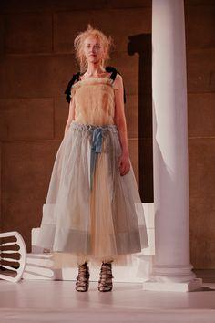 Molly Goddard Fall 2016 Ready-to-Wear Fashion Show