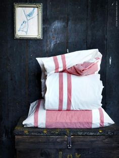 Give your bedroom an easy holiday lift by swicthing out the linens. Try 100% cotton, yarn-dyed BJÖRNLOCKA.