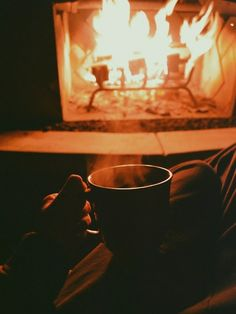relax watching the fire and drinking hot chocolate Chocolate Gifts, Hot Chocolate, Cosy Room, Winter Love, Coffee Photography, Hygge, Warm And Cozy, Winter Wonderland, In This Moment