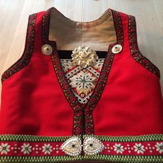 Sydd Hardangerbunad selv! ☺️ Jacket Style, How To Wear, Jackets, Tops, Fashion, Hardanger, Down Jackets, Moda, Fashion Styles