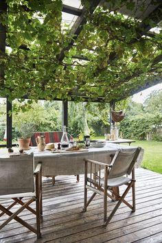 Why Teak Outdoor Garden Furniture? Best Outdoor Furniture, Rustic Furniture, Garden Furniture, Furniture Design, Antique Furniture, Modern Furniture, Furniture Projects, Outdoor Tables, Outdoor Spaces