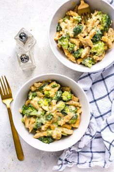 This Healthy One Pot Broccoli Pasta Alfredo comes together in less than 30 minutes and it's got a delicious, creamy sauce that's healthier for you!