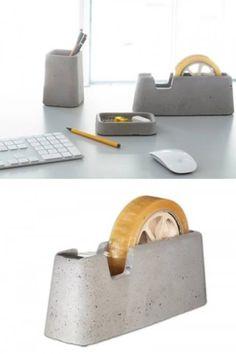 Mobília e eletrônicos feitos de concreto