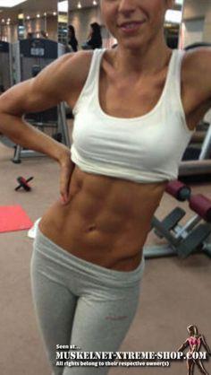 Die Skinny Fat Lösung! Bist Du Skinny Fat? Dann lies Dir meine Anleitung durch, wie Du dem Skinny Fat Dasein entkommst! #Fitnessmodel #Bikinimodel #Fitspo #Fitness #Fitchick #Traumfigur #Bodybuilding #Muskeln #Strandfigur #Beachbody #Sixpack #Bauchmuskeln