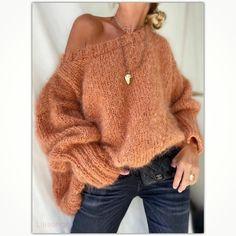 "🌸Mes Petites Curiosités🌸 on Instagram: ""𝙼𝚢 𝚜𝚠𝚎𝚎𝚝 𝚝𝚎𝚛𝚛𝚊𝚌𝚘𝚝𝚊 𝚒𝚗 𝚝𝚑𝚎 𝚕𝚒𝚐𝚑𝚝 .. #mohair Elia Terracota new #newco #fall #luxuryknitwear #fashionknitwear #handmade #ladroguerie…"" Wooly Bully, Knitwear Fashion, Pullover, Knitting, Luxury, Fall, Sweet, Sweaters, Handmade"