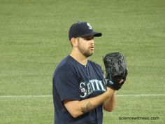 Pressure getting to Mariners? Fall to Jays 14-4