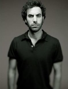 Sacha Baron Cohen ~ his BESTEST character he's ever been, well, in my book ( but that's just me ; is King Julian from the Madagascar movies! Crazy People, Funny People, Good People, Madagascar Movie, Sacha Baron Cohen, Glossy Eyes, Mr Perfect, Charming Man, Strike A Pose