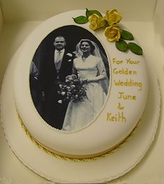 Tips to Make the perfect Wedding Anniversary Cake from Edible Inkjet printers. Anniversary Cake With Name, Anniversary Cake Designs, Golden Anniversary Cake, 50th Wedding Anniversary Cakes, Parents Anniversary, Ruby Wedding Cake, Diamond Wedding Cakes, Sapphire Wedding, Edible Picture Cake