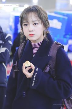 """170128 - Kim Sejeong @ Incheon airport to Sumatra, Indonesia for """"Law of the Jungle"""" (cr.kimsejeongnet)"""