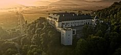 Well-known cultural monument Vígľaš Castle rose from the ashes a few years ago. Big Country, Welcome Decor, The Good Place, Beach House, Travel Tips, Places To Visit, Around The Worlds, Scene, Cabin