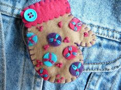 felt mitten - GRETCHEN TIMM - Etsy $14.50 - this particular item is no longer available but she has other super ones!