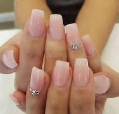 Semi-permanent varnish, false nails, patches: which manicure to choose? - My Nails Manicure Gel, Sns Nails, Glitter Gel Nails, Cute Acrylic Nails, Love Nails, Glitter French Nails, Wedding Acrylic Nails, Glam Nails, Wedding Nails For Bride