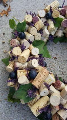 Wine Craft, Wine Cork Crafts, Wine Bottle Crafts, Wine Cork Wreath, Wine Cork Art, Wine Cork Table, Wine Cork Centerpiece, Small Candle Holders, Small Candles