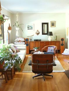 so well styled and cozy!  i want to live here! Lauren and Chad's Vintage Comfort House Tour | Apartment Therapy