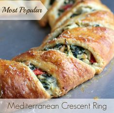 The Mediterranean Crescent Ring. Here is the classic crescent ring, made over using delicious Mediterranean-inspired ingredients. Need something new to bring to that breakfast potluck at work? Crescent Roll Recipes, Crescent Rolls, Crescent Ring, Crescent Dough, Breakfast Potluck, Breakfast Ideas, Pan Relleno, Vegetarian Recipes, Cooking Recipes