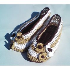 3 hours easy-to-make lovely slippers for home in coffee colors. They will perfect fit on feets, soft & light. Made from 100 % cotton. For warm version recommend using a soft wool yarn. SKILL LEVEL - EASYPattern shows size: EU - 36, 37, 38, 39 Japan - 22, 22.5, 23.5, 24.5 US&Canada - 6, 6½, 7½, 8½ UK - 3½, 4, 5, 6 Australia - 4½, 5, 6, 7