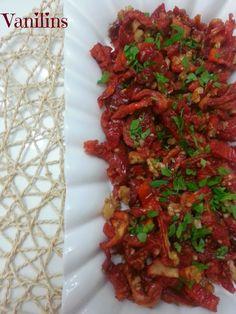Kahvaltılık kuru domates | Vanilins Turkish Breakfast, Turkish Recipes, Homemade Beauty Products, Bon Appetit, Salad Recipes, Food And Drink, Appetizers, Meat, Cooking
