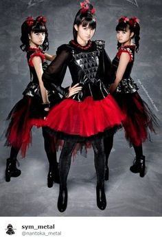 This is first time i see full body pic of babymetal girls im happy. Moa Kikuchi, Metal Bands, Full Body, Goth, Music, Entertainment, Facebook, Places, Happy