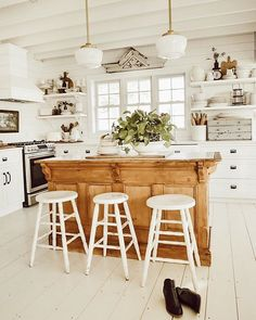 Farmhouse Kitchen Decor Ideas: Great Home Improvement Tips You Should Know! You need to have some knowledge of what to look for and expect from a home improvement job. Farm Kitchen Ideas, Farmhouse Style Kitchen, Kitchen Dining, Kitchen Decor, Farmhouse Office, Decorating Kitchen, Coastal Farmhouse, Kitchen White, Diy Kitchen