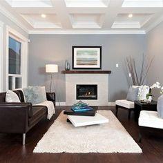 Grijze wand, witte plinten, takken in pot, witte stoeltjes. vloer donkere kant. Houzz.com contemporary living room by Positive Space Staging + Design, Inc.
