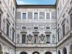 Palazzo Spada, in piazza Capo di Ferro 13 ,vicino a piazza Farnese,a Campo dei Fiori ,al Ponte Sisto ,a via dei Giubbonari .Falsa Prospettiva del Borromini,nell'Androne di accesso al cortile,dove una sequenza di colonne di altezza decrescente e il pavimento che si alza,generano l'illusione ottica di una galleria lunga 37 metri ,invece di 8 metri ;una scultura in un giardino in fondo,quando è illuminata dal sole,sembra a grandezza naturale mentre in realtà è alta solo 60 cm.  [da vedere]