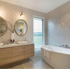 LOVE the walls in this bathroom!!!