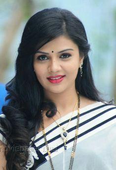 😘😘👦👦 Beautiful Bollywood Actress, Bollywood Actress Hot Photos, Beautiful Indian Actress, Beautiful Actresses, Beautiful Girl In India, Beautiful Saree, India Beauty, Asian Beauty, Indian Eyes