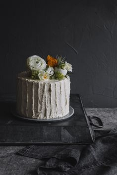 ... egg liquer cake with rhubarb-vanilla jam, white chocolate-pistachio-ganache & pineapple frosting ...