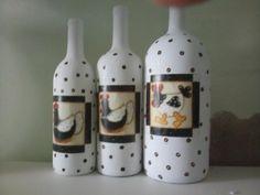 trio de garrafas decorativas cada uma  reais
