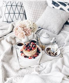 WEBSTA @ lichipan - I'm going to have pancakes with a side of pancakes Anyone else love a good breakfast in bed? Good Morning Breakfast, Breakfast In Bed, Breakfast Ideas, Coffee And Books, My Coffee, Coffee Break, Sleepover Food, Breakfast Platter, Food Platters