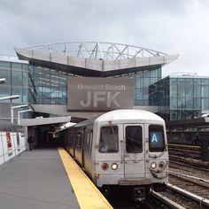 Take the train from the plane! - Kalmikoff Kalmikoff P New York Subway, Nyc Subway, Metro North Railroad, Go Transit, Long Island Railroad, Underground Tube, America Washington, Passenger Aircraft, Bonde