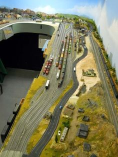 How to Add Excitement to Model Railroad Scenery on Your Model Train Layout - Model Train Buzz N Scale Model Trains, Model Train Layouts, Scale Models, Train Ho, Escala Ho, Lionel Train Sets, Ho Trains, Train Tracks, Planer
