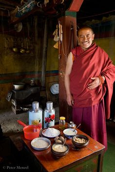 45 year old Tibetan head monk, 5 feet 5 inches, 158 lbs, 4900 calories per day. from Peter Menzel and Faith D'Alusio's 'What I Eat - Around The World In 80 Diets' Barley Flour, Cheese Curds, Eat To Live, People Eating, What The World, Menu Planning, International Recipes, Eating Habits, Essen