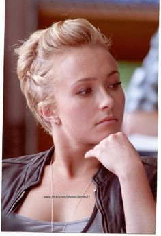 Twist on the top & sides and volume in the back: perfection for us short haired women I love her <3
