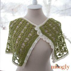 Let Out Your Inner Leprechaun: 10 Free Shamrock Crochet Patterns: Shamrock Crochet Cowl Free Pattern
