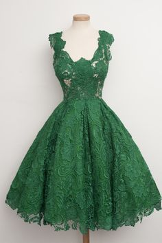 Mint lace, great neckline. To die for. - Chotronette