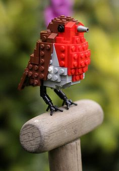 Bird Enthusiast Creates LEGO Birds And 10000 Supporters Get LEGO To MassProduce Them Tom Poulsom Submit your Artwork and join our artists Lego Duplo, Lego Minecraft, Construction Lego, Van Lego, Lego Christmas, Lego Activities, Lego Craft, Lego Blocks, Cool Lego Creations