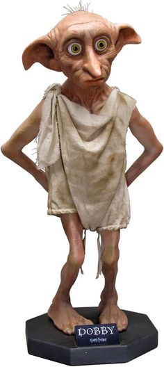 From the Harry Potter film series comes this stunning life-size statue of Dobby Dobby Harry Potter, Harry Potter Film, Harry Potter Mandrake, Mundo Harry Potter, Theme Harry Potter, Harry Potter Pictures, Harry Potter Quotes, Harry Potter Characters, Harry Potter World