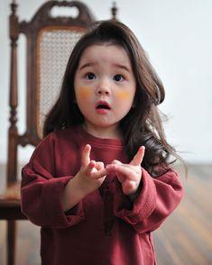 Kal tamaro reply nata aavta ane phone na upaydo to bik lagti hati k aunty ne khabr to nai padi gai hoy ne. Ama ne ama Kal 2 var daji gya hath ma fodla Thai gya Etle Jo ane manavani baki hoy to manavi lejo. Cute Asian Babies, Korean Babies, Asian Kids, Cute Korean Girl, Cute Babies, So Cute Baby, Baby Kind, Baby Love, Cute Kids