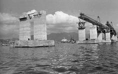 Treliças ergueram aduelas para montagem de ponte. Quatro delas foram usadas na construção da Ponte Rio-Niterói. Foto: Antonio Nery/Ag. O Globo