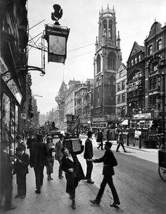 Stock Photo - Fleet Street looking west, City of London, Artist: George Davison Reid Victorian London, Vintage London, Old London, 1920 London, West London, City Of London, London Today, Fleet Street, London Fotografie