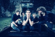 Death by Chocolate - neues Album 'Among Sirens' - Es wird schwierig werden, das neue Album von Death by Chocolate ohne die Verwendung von Kraftausdrücken zu besprechen. So stark, so roh, so schlagkräftig ist der Sound, den die Bieler Rockband in intensiver Zusammenarbeit mit dem Schwedischen Produzenten Ronald Bood (Mando Diao) aufgenommen hat.