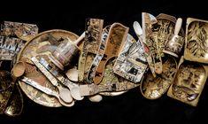 Diverse obiecte uzuale din lemn, marimi si forme diferite, decorate cu schlagmetal auriu, argintiu si culori acrilice.
