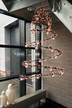 Christmas Decor Diy Cheap, Shabby Chic Christmas, Homemade Christmas, Simple Christmas, Spiral Christmas Tree, Hanging Christmas Tree, Christmas Angels, Christmas Wreaths, Hanging Centerpiece
